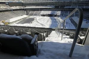 MetLife Stadium blanketed in snow