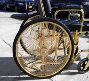 lady_gagas_gold_wheelchair_p12l7