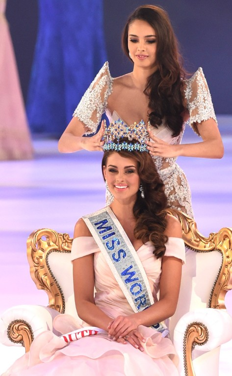 Megan Young, Miss World 2013 crowns the new Miss World Rolene Strauss in London