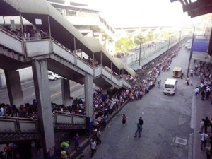 Metro Manila train commuters pay more for long lines