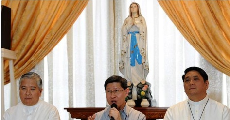 Villegas, left, and Cardinal Tagle, center.