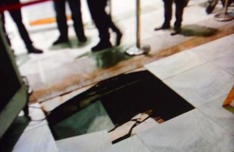 NAIA sink hole (Photo: ABS-CBN News)