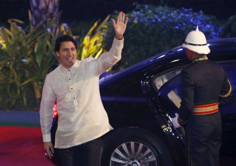 Trudeau in a barong tagalog (Photo: REUTERS/Edgar Su)