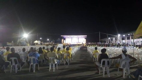 Whites outnumber the Yellows at Mar Roxas' Isabela campaign rally